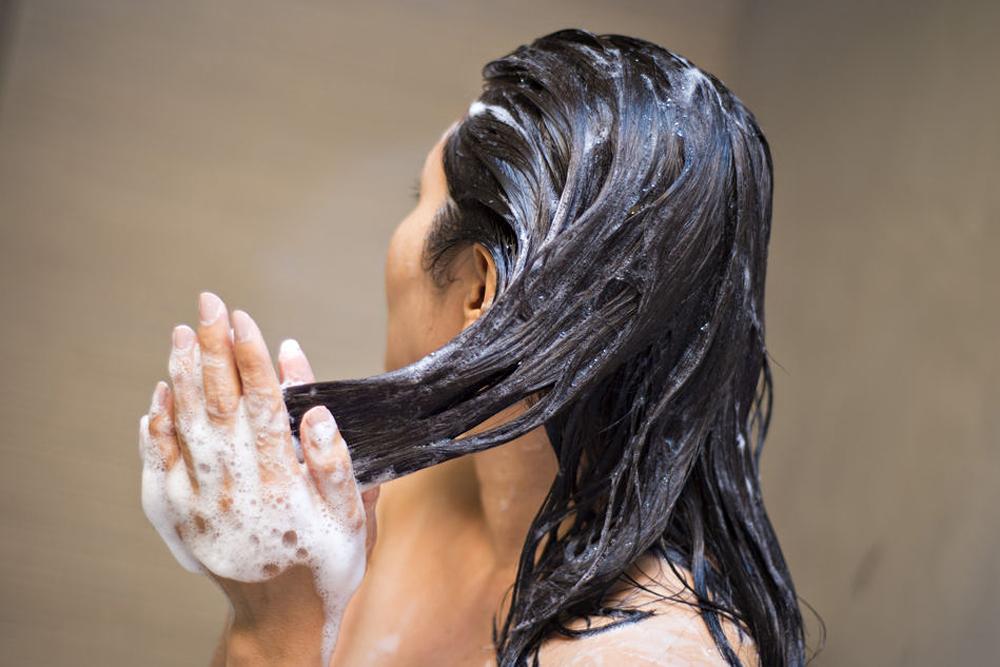 """Reverse Washing: Das passiert, wenn man sich die Haare """"verkehrt"""" wäscht"""