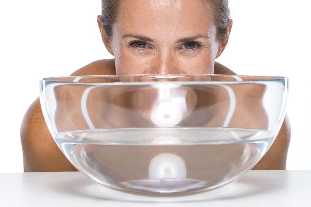Darum solltest du dein Gesicht in Mineralwasser tauchen