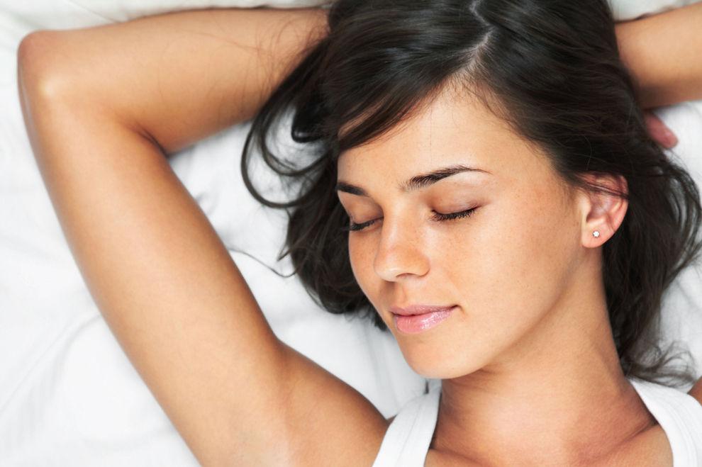 So pflegen Frauen mit perfekter Haut abends ihr Gesicht