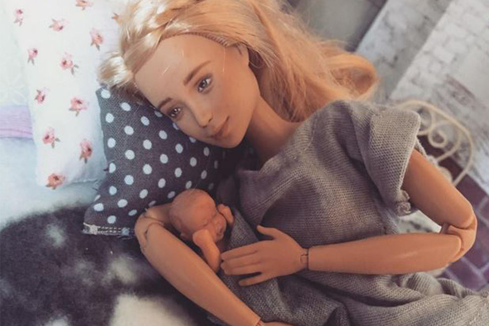 "Mutter kreiiert ""Breastfeeding-Barbie"", um Stillen zu normalisieren"