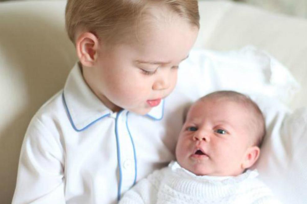 Erstes Foto von Prinz George & Prinzessin Charlotte veröffentlicht