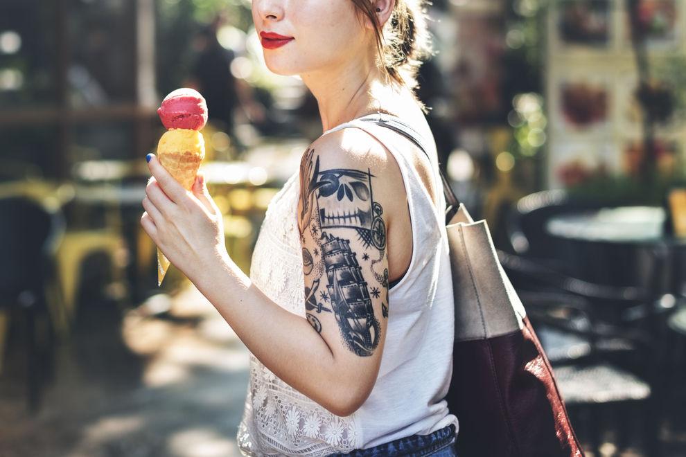 Dövmeli kadın için 7 iyi neden