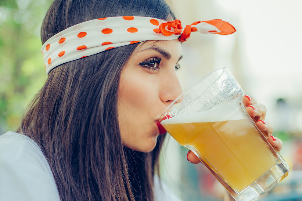 Die 8 schrägsten Verhaltensmuster von betrunkenen Frauen
