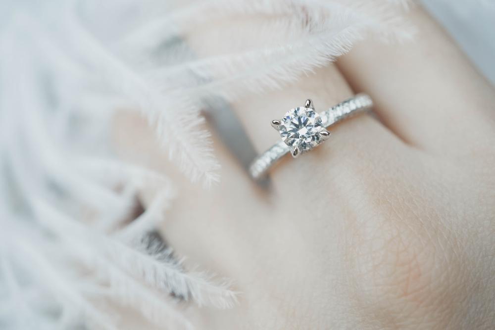 Bu nişan yüzüğü, burç işaretinize mükemmel uyum sağlar.