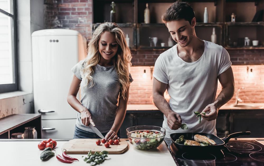 Studie zeigt: Wer zusammen kocht, hat mehr Sex