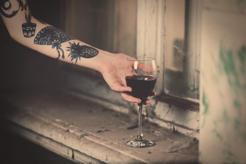 Die schönsten Tattoos für Weinliebhaber