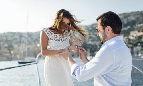 Diesen Heiratsantrag solltest du laut deinem Sternzeichen bekommen