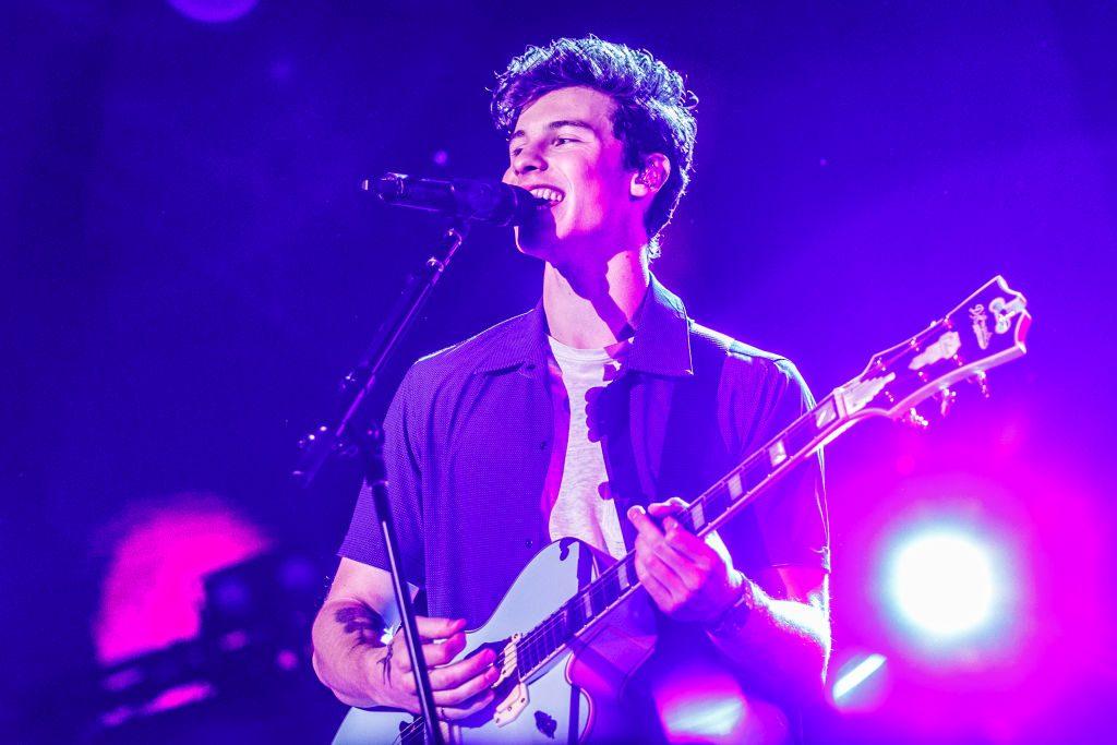 Schock für Fans: Shawn Mendes fiel von der Bühne