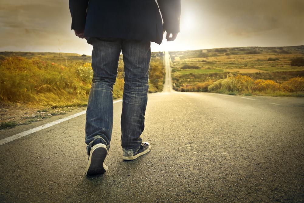 Mann läuft 20 Kilometer zur Arbeit: Chef schenkt ihm ein Auto