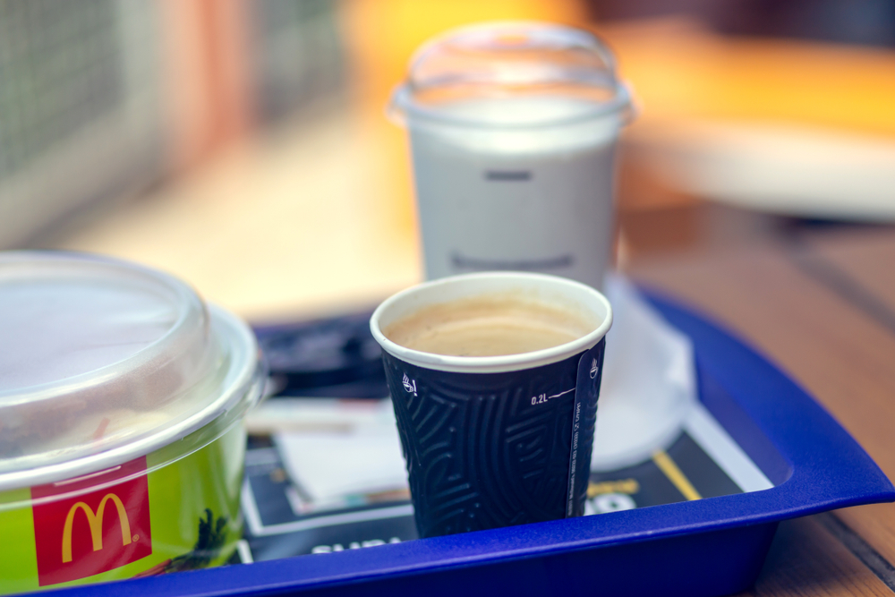 Starbucks & McDonald's entwickeln gemeinsam umweltfreundlichen Becher