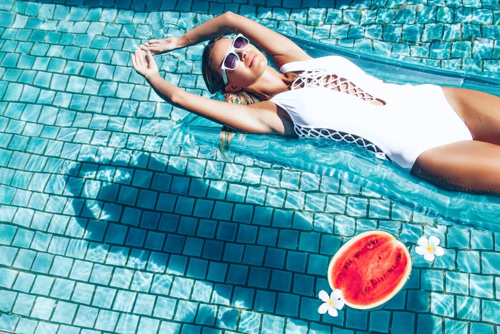 Easy: 5 einfache Tricks, mit denen du die tropischen Temperaturen besser überstehst