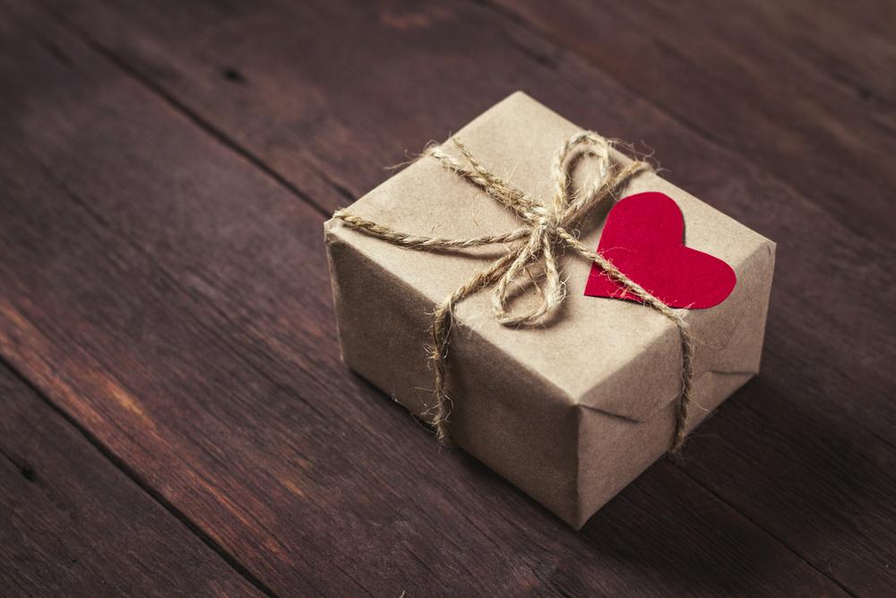 Für immer im Gedächtnis: Sterbende Mutter hinterlässt ihrem Sohn 18 Geschenke