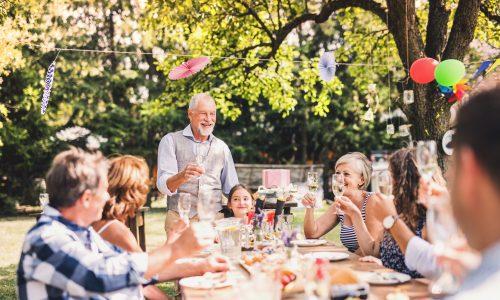 Diese 5 Sätze können wir auf Familienfeiern nicht mehr hören