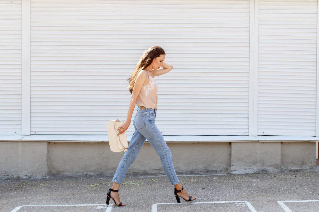 Jeans Trendleri 2018: Bu düşüşler bu sonbaharda moda profesyonelleri tarafından giyilecek