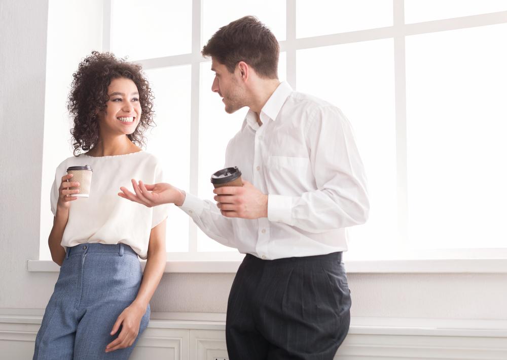 Fast jeder Zweite verliebt sich in der Arbeit