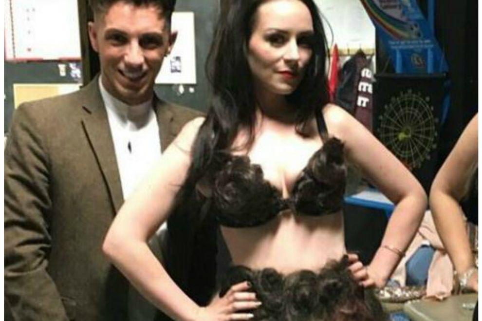 Diese Designerin hat ein Kleid aus fremden Schamhaaren entworfen