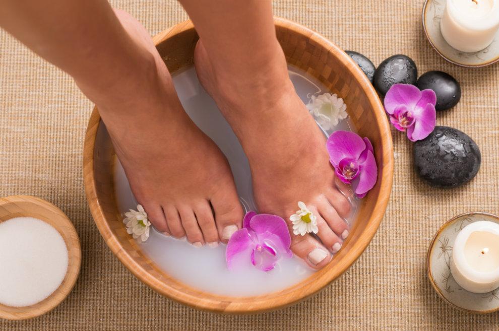 4 geniale Fußbad-Rezepte zum Selbermachen