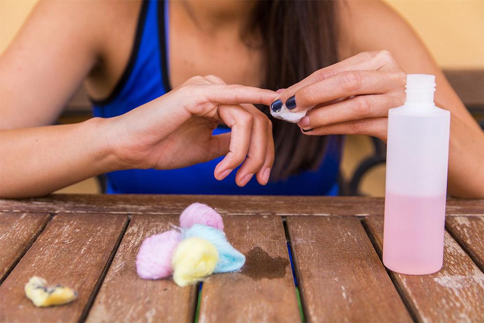 So kannst du deine Nägel ohne Nagellackentferner ablackieren
