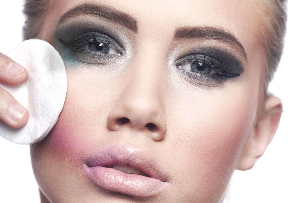 So entfernst du hartnäckige Make-up Reste