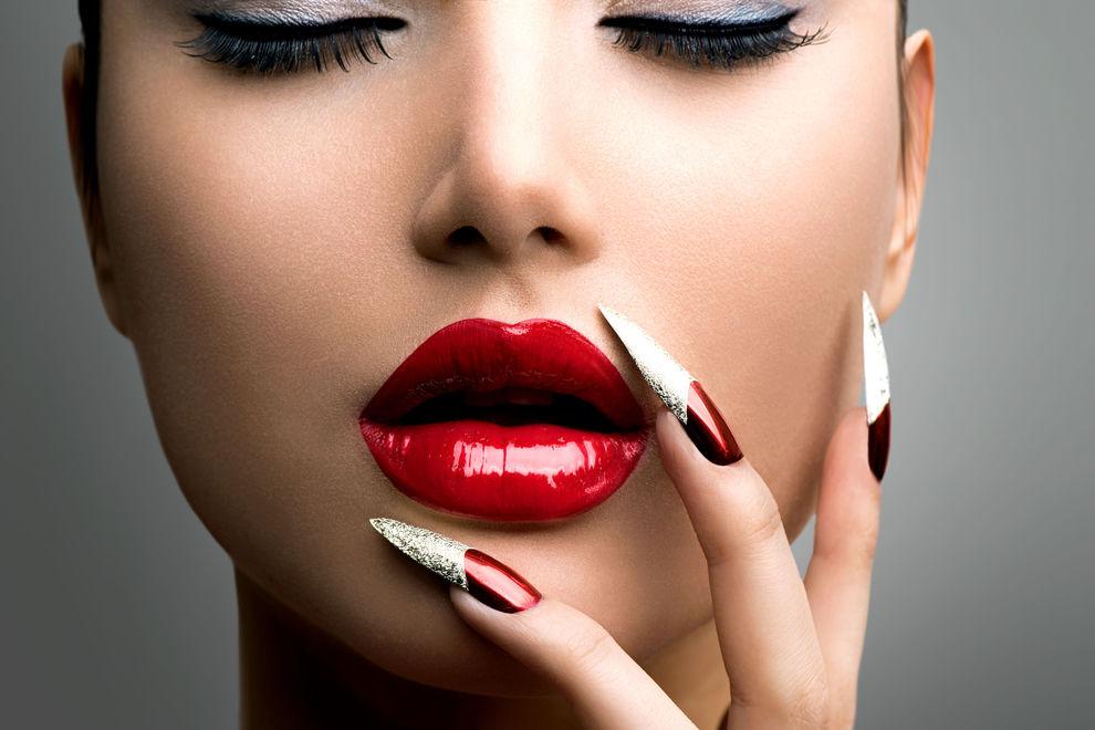 11 Probleme, die nur Frauen mit langen Nägeln kennen