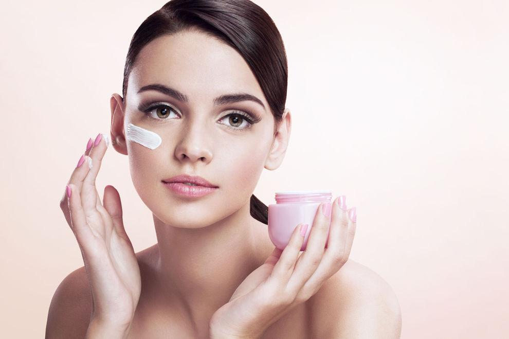 Darum schaden wasserhaltige Cremes im Winter deiner Haut