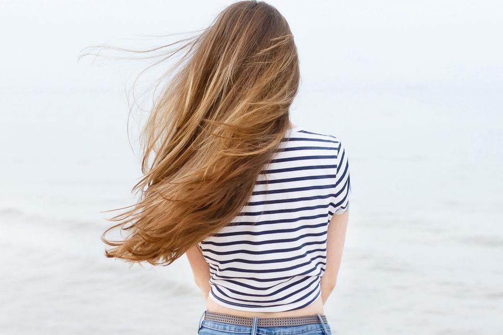 9 Probleme, die Frauen mit langen Haaren das Leben schwer machen