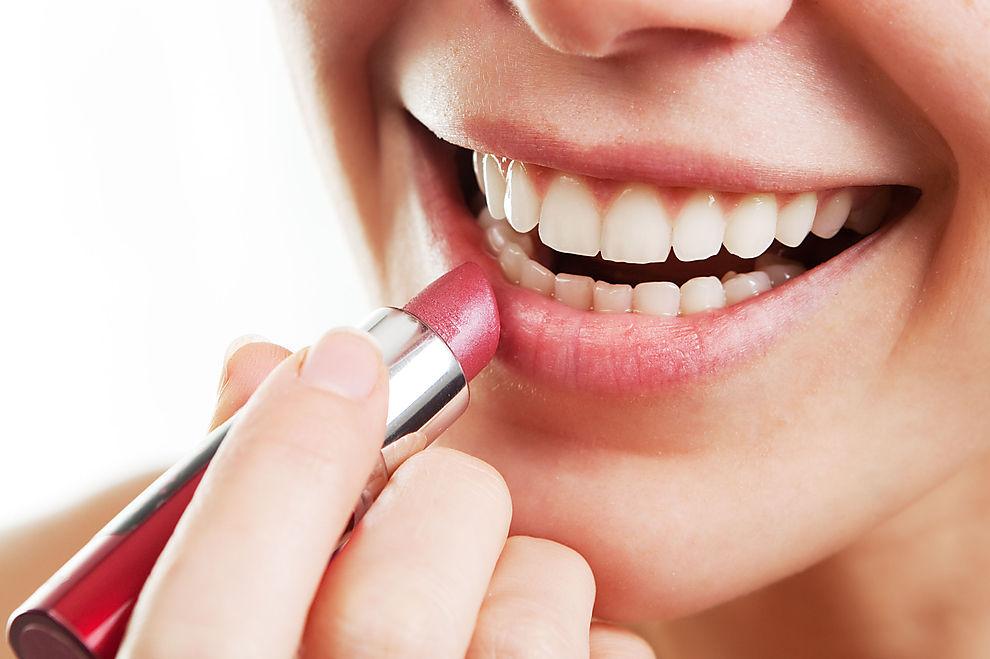 Diese Lippenstifte lassen deine Zähne weißer wirken!