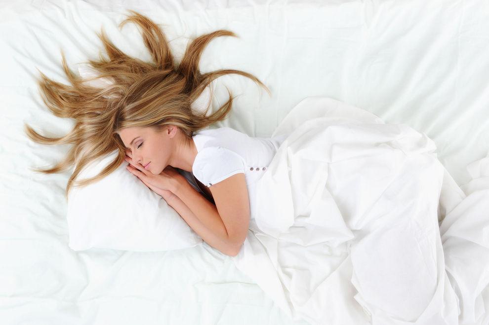 So klappt's mit dem Schönheitsschlaf für's Haar