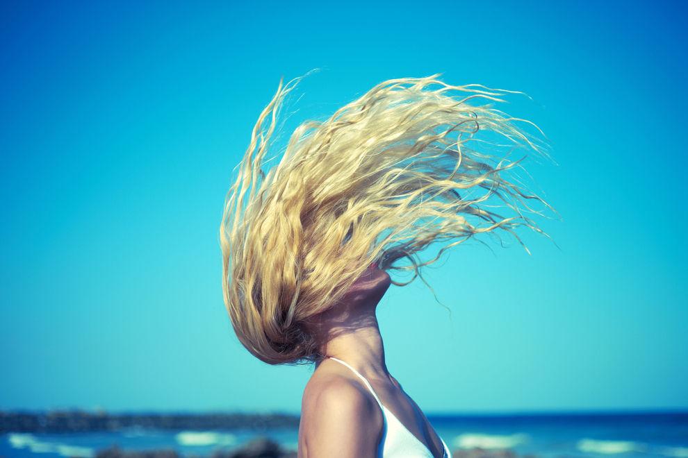 So pflegst du deine Haare nach dem Urlaub wieder gesund