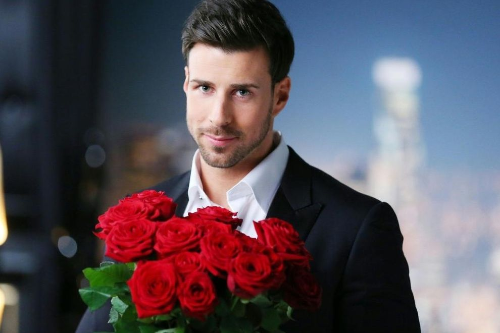 Leonard schenkt Leonie die letzte Rose