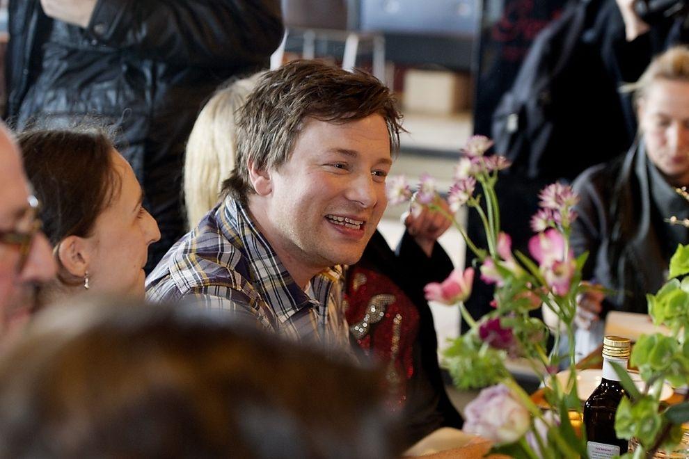 Jamie Oliver eröffnet Lokale am Flughafen Wien