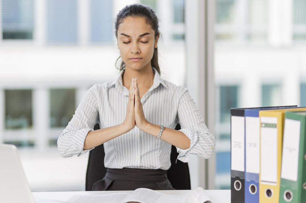 Mit diesen einfachen Übungen für's Büro Stress abbauen