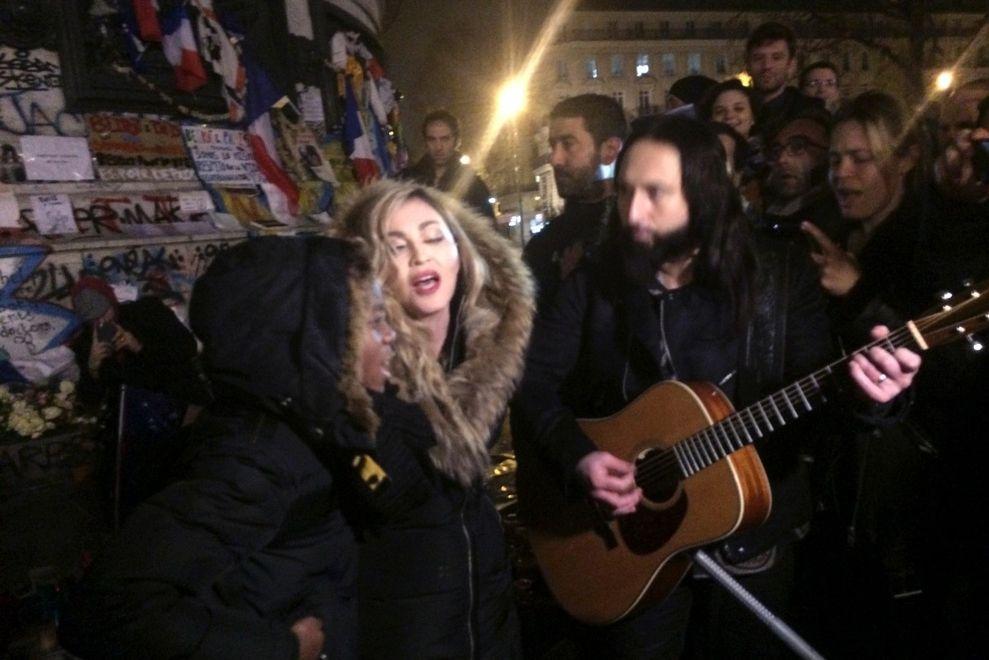Madonna trat überraschend in Paris auf