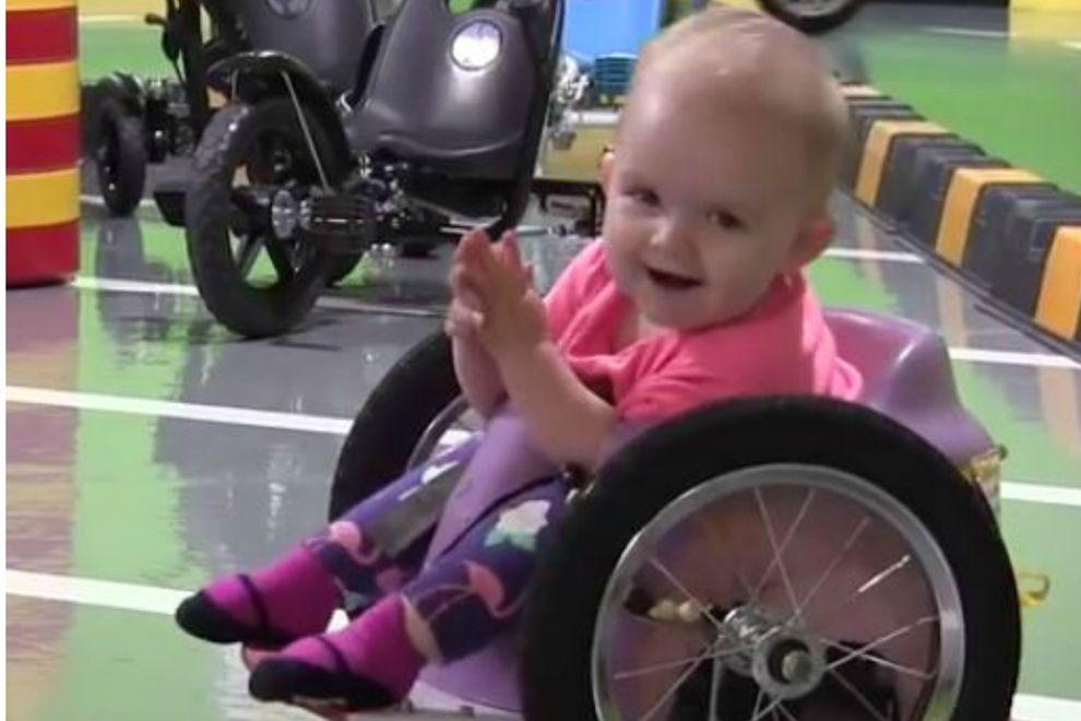 Dieses Baby im Rollstuhl zeigt, was Überlebenswille ist