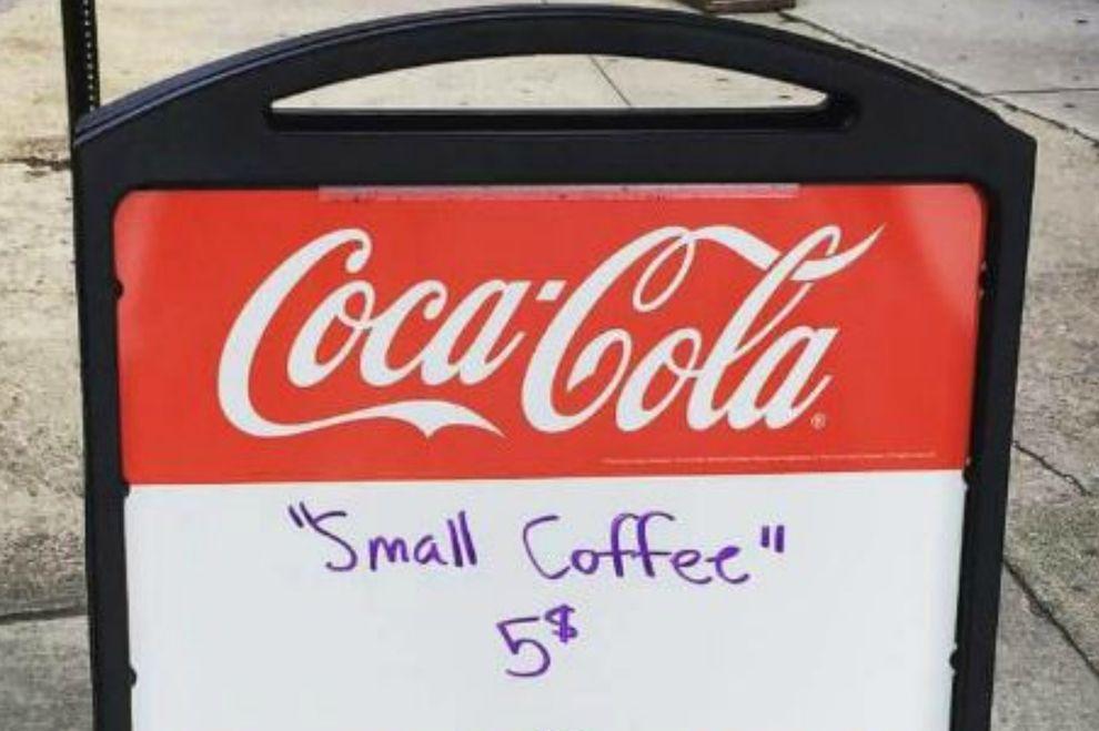 So genial wehrt sich ein Café-Besitzer gegen unfreundliche Kunden