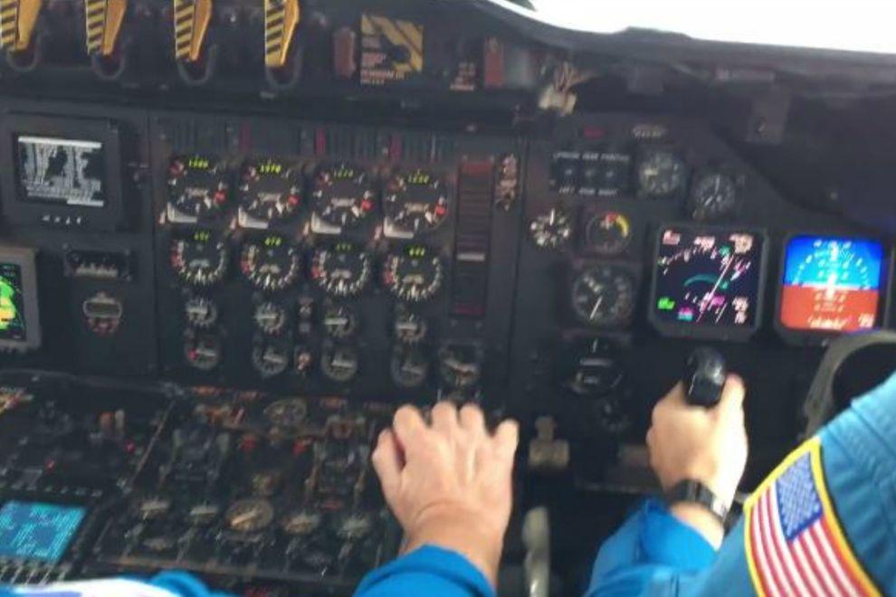 Flugzeug fliegt mitten in Hurricane-dann passierte das