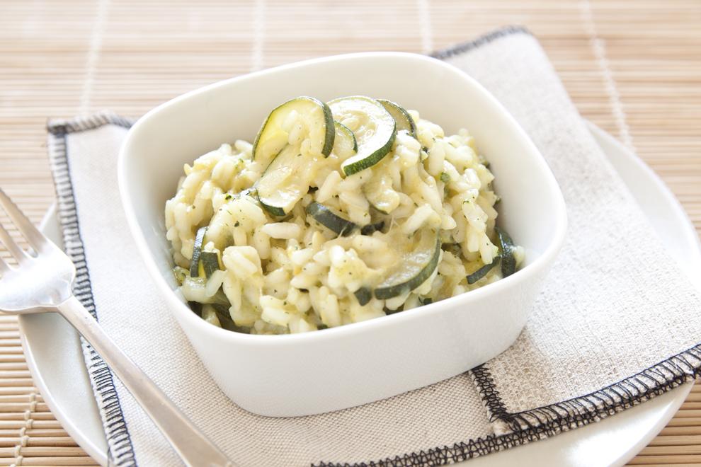 Zucchini-Risotto mit Nüssen