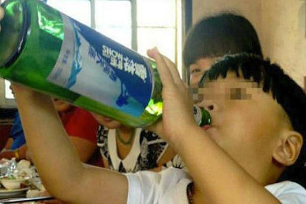 Zweijähriger Chinese ist alkoholsüchtig