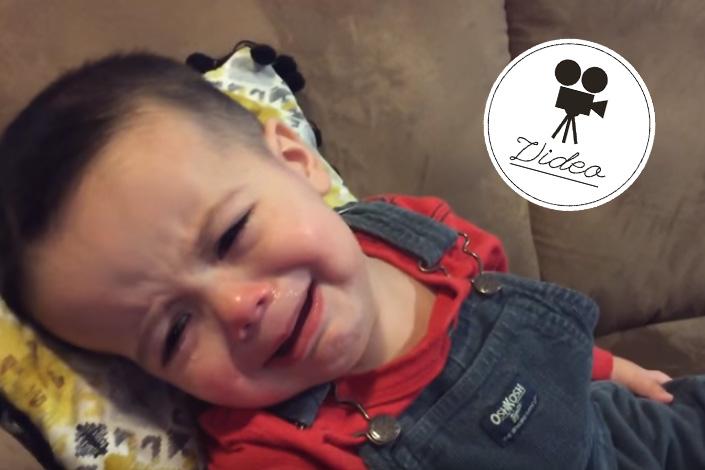 """""""Hello"""" trocknet Tränen eines Kleinkindes"""