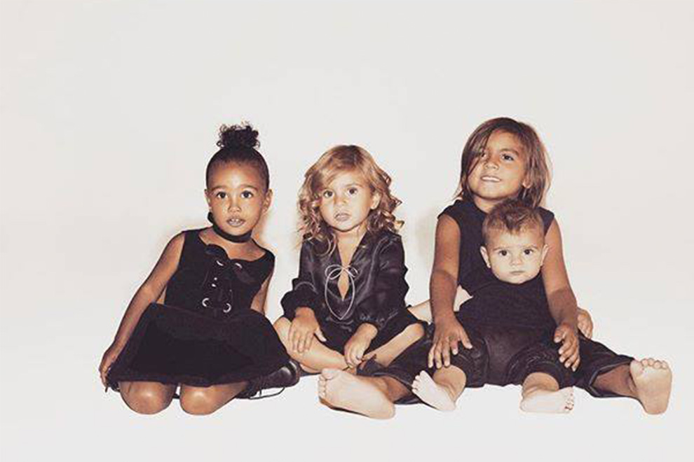 Kim Kardashian versammelt Familien-Sprösslinge für Xmas-Foto