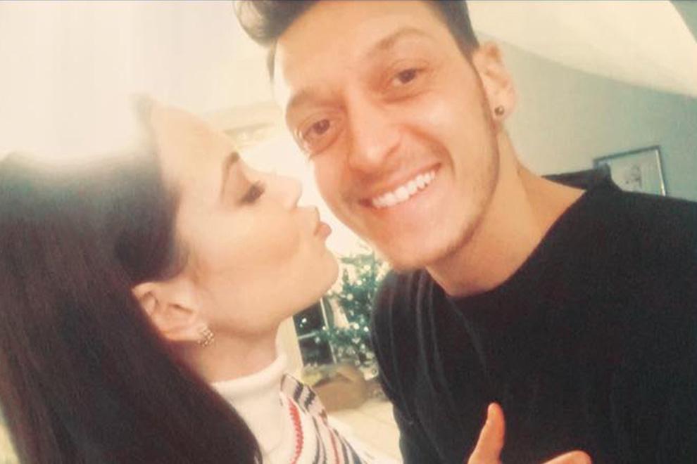 Mandy Capristo & Mesut Özil auf Wolke 7