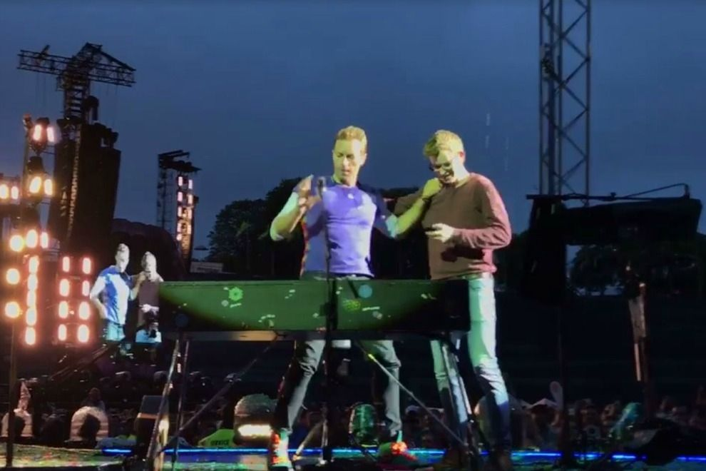 "19-Jähriger Fan performt mit Chris Martin ""Everglow"""