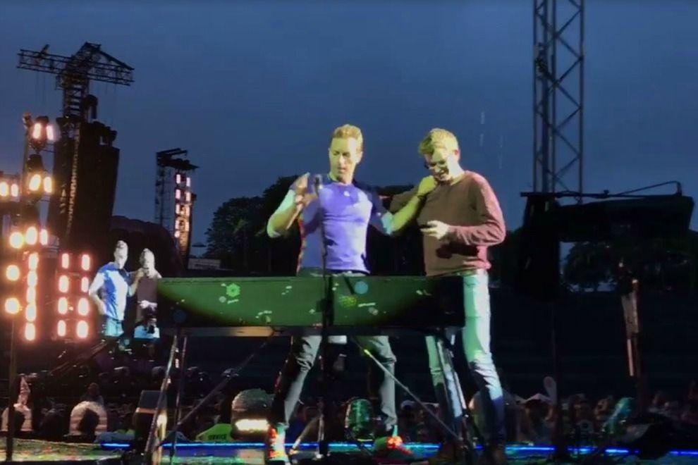 """19-Jähriger Fan performt mit Chris Martin """"Everglow"""""""