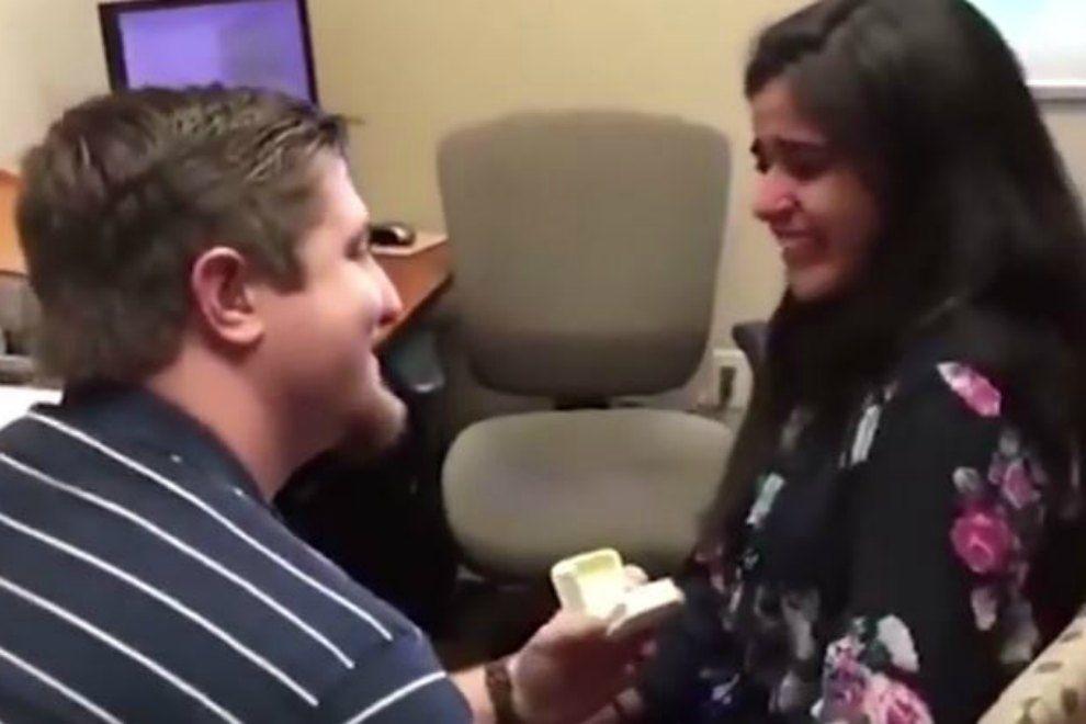 Das erste, das diese Frau in ihrem Leben hört, ist ein Heiratsantrag