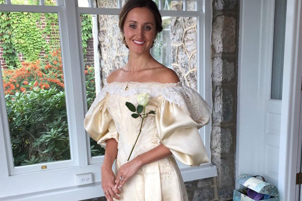 Braut heiratet in 120 Jahre altem Hochzeitskleid