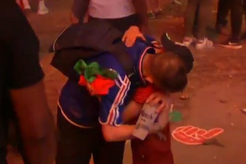 Portugal lädt weinenden Frankreich-Fan und tröstenden Jungen ein