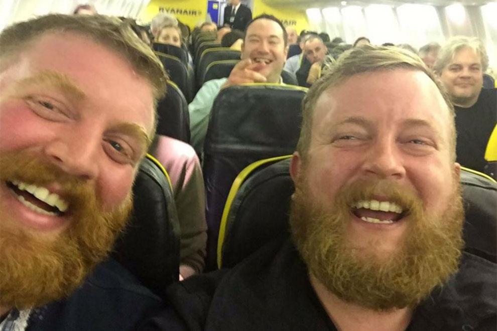 Mann trifft Doppelgänger im Flugzeug