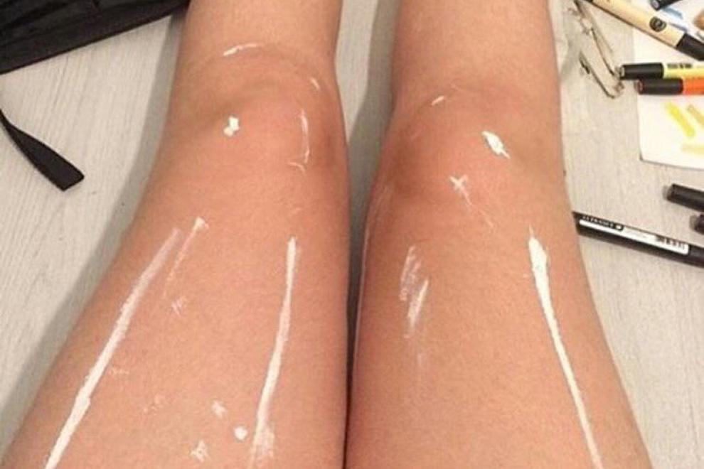 Siehst du, warum diese Beine so abnormal glänzen?