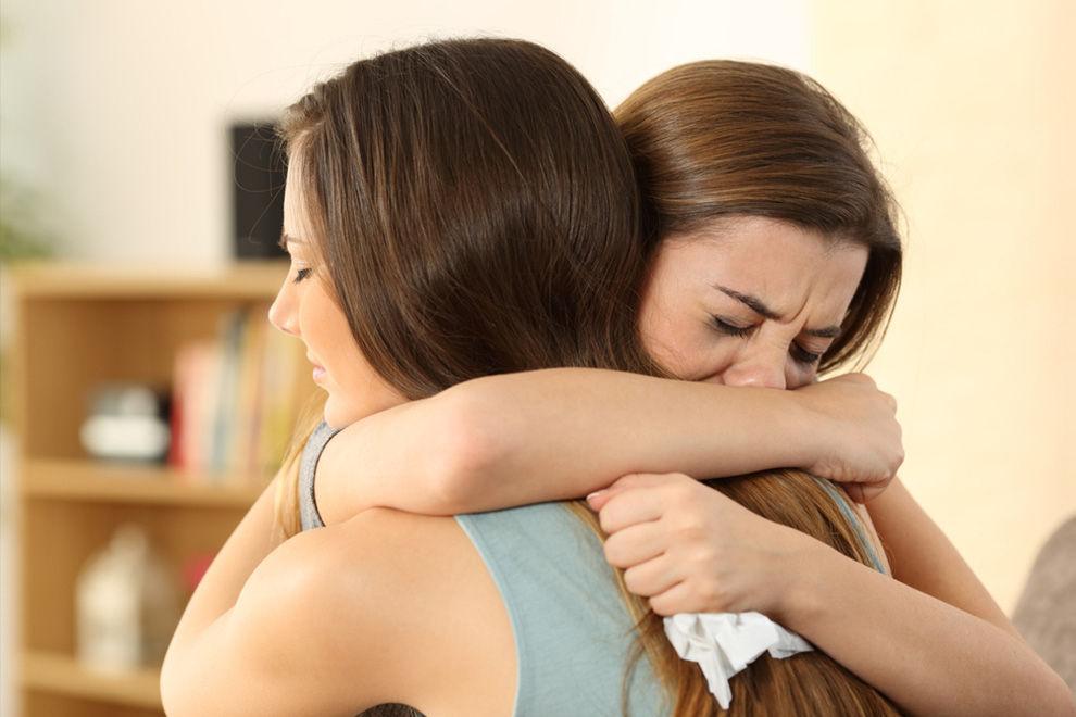 Wie du deiner besten Freundin WIRKLICH bei Liebeskummer hilfst