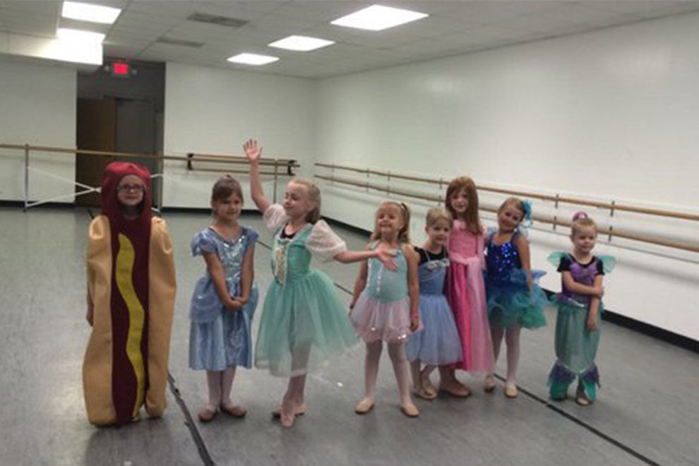 """Dieses Mädchen verkleidet sich als Hot-Dog am """"Prinzessinen-Tag"""""""